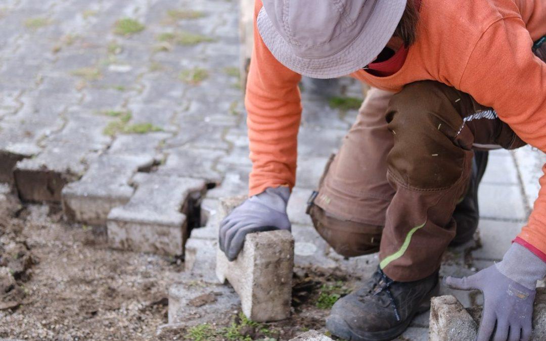 Die Arbeiten am Hof beginnen…